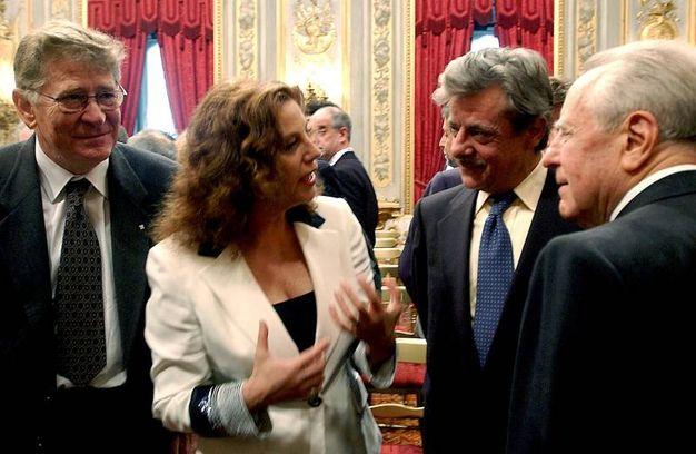 Con Giancarlo giannini, Stefania Sandrelli e l'allora presidente Cuamoi nel 2002 (Ansa)