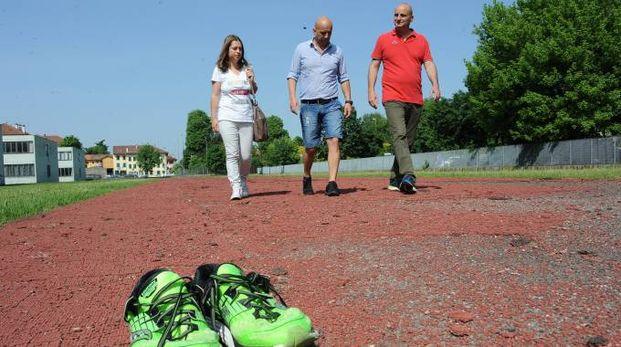 La pista di atletica delle scuole medie sarà rifatta riciclando le vecchie scarpe da ginn
