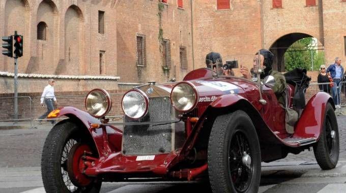 L'arrivo in città della prima vettura della Mille Miglia è previsto per le 18.30: un'ora prima il transito delle supercar Ferrari e Mercedes