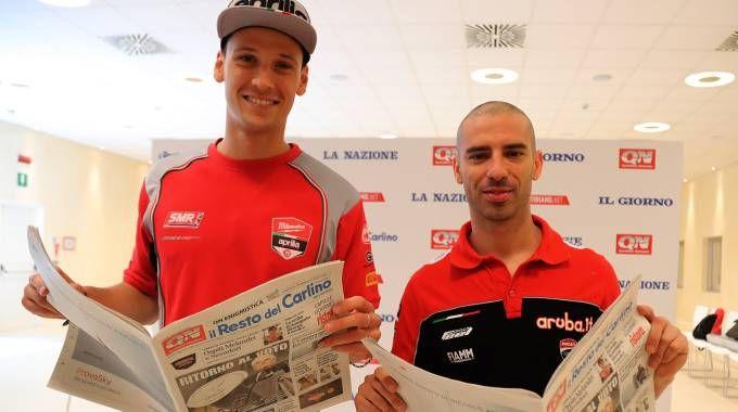 Marco Melandri e Lorenzo Savadori nella redazione del Carlino (Isolapress)