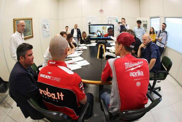 Melandri e Savadori partecipano alla riunione di redazione (Isolapress)