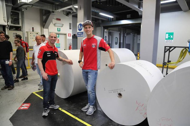 Con le grandi bobine di carta (Isolapress)