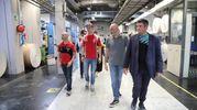La visita alla sede del Carlino dei piloti e dei loro fan (Isolapress)