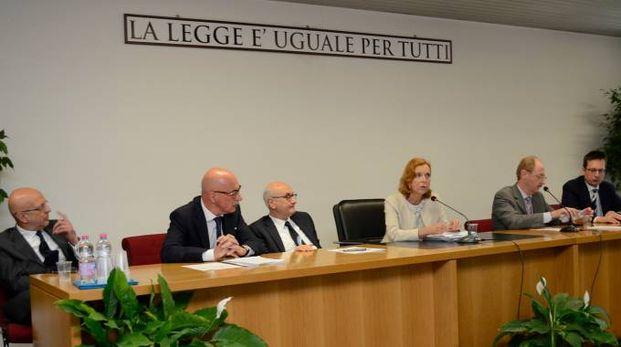 Il tavolo dei relatori del Consiglio giudiziario