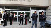 L'ingresso di testimoni e feriti al tribunale (foto Calavita)