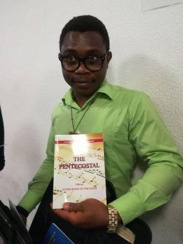 Ayemere Innocent, pastore evangelico, 28 anni, della Nigeria, è stato colpito da Traini all'orecchio