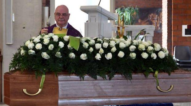 L'ultimo saluto in chiesa a Edilio Bellè