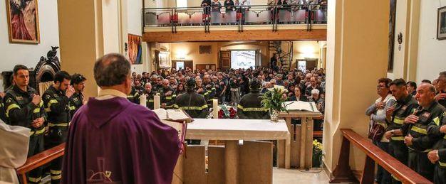 Le parole di conforto di don Mauro Bargnesi, parroco di San Cristoforo (Fotoprint)