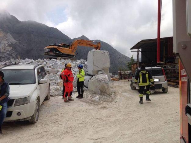 Carrara, tragedia in cava: cavatore muore schiacciato da una pala meccanica