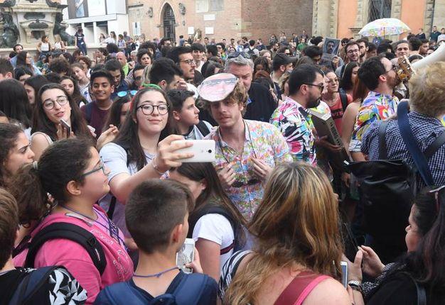 Centinaia i ragazzi che si sono uniti (foto Schicchi)