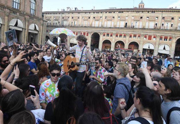 La festa in piazza (foto Schicchi)