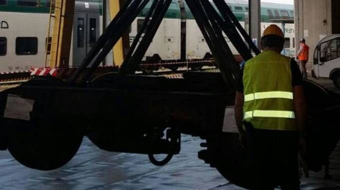 I rilievi sul carrello del treno deragliato