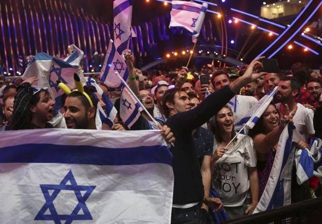La grande festa degli israeliani (Ansa)