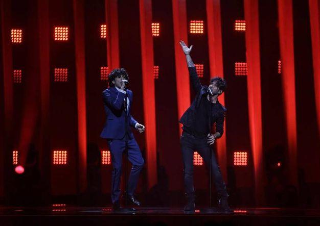 La performance di Ermal Meta e Fabrizio Moro (Ansa)