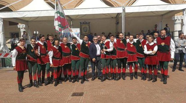 La premiazione della Piccola Squadra di Borgo San Luca in piazza Municipale