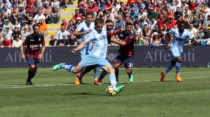 Crotone-Lazio 0-1 Lulic (L, rig) 17' (Ansa)