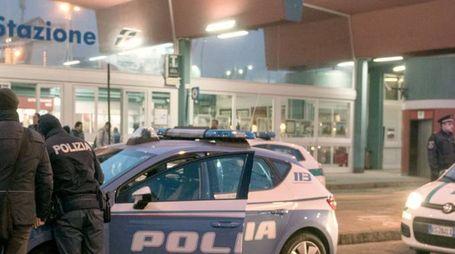 La polizia alla stazione di Sesto