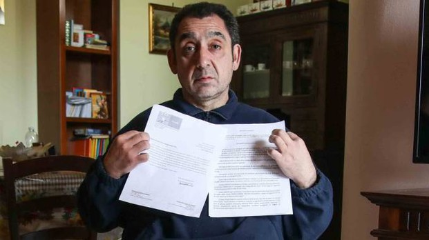 La protesta  di Giuseppe Dati, il disabile empolese che vive su una sedia a rotelle e ha bisogno di sostegno