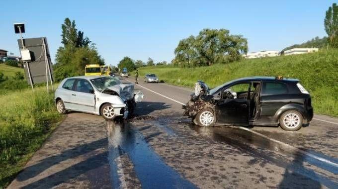 Le due auto dopo lo schianto
