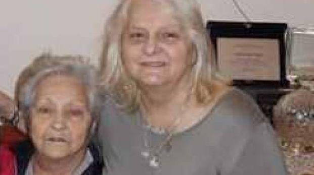 A sinistra Valeria Giuseppa, 90 anni, invalida