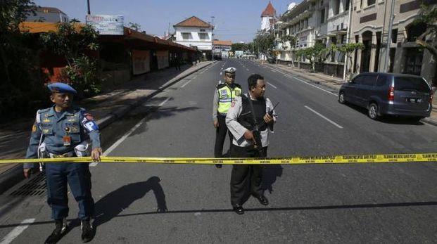 Massima allerta a  Surabaya dopo gli attacchi kamikaze (Ansa)