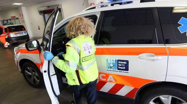 L'uomo è stato soccorso dagli operatori  del 118, che lo hanno portato all'ospedale di Torrette (archivio)
