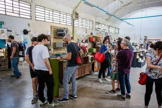 Gli ex magazzini Enel presi d'assalto (Foto PasqualeBove)