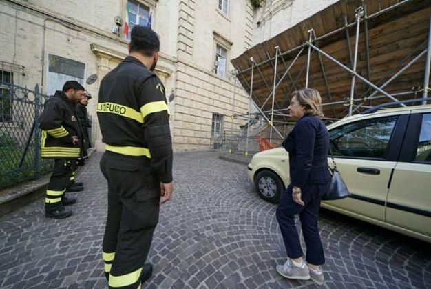 Tragedia sfiorata all'istituto tecnico Montani poco prima delle lezioni (foto Zeppilli)