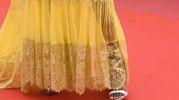 Perché? Perché scegliere un sandalo bianco? Esistono infinite possibilità per un vestito giallo....(Foto Afp)