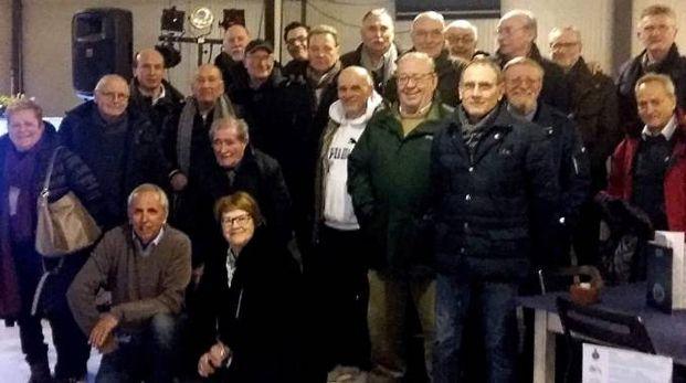 Il gruppo del Circolo filatelico e numismatico massese alla più recente cena sociale