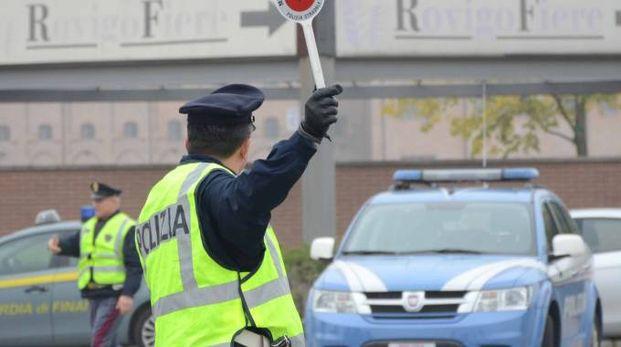 Le indagini della polizia (foto Donzelli)