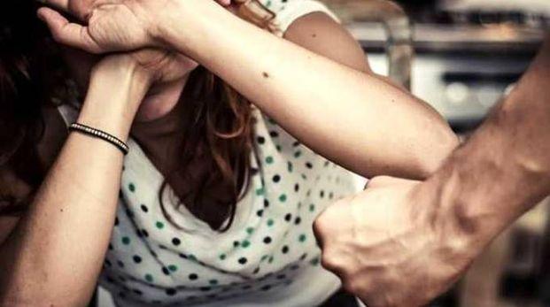 STALKER  ABITUALE Un 28enne lombardo è stato arrestato a Rimini per aver picchiato e minacciato la ex davanti al figlio di otto anni