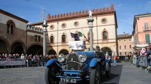 La Mille Miglia di nuovo in piazza del Popolo a Ravenna, poi farà tappa a Cervia