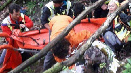 Il momento del ritrovamento di Franco Gussoni da parte delle squadre di soccorritori
