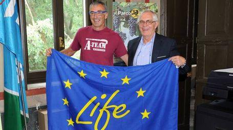 Il ricercatore Oliviero Mordenti con il presidente del Parco Ticino, Gian Pietro Beltrami