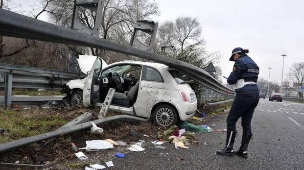 Il drammatico incidente sul raccordo autostradale