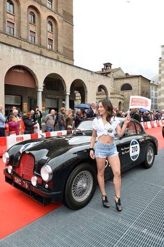 Mille Miglia 2018, la punzonatura in piazza Vittoria (foto Lapresse)