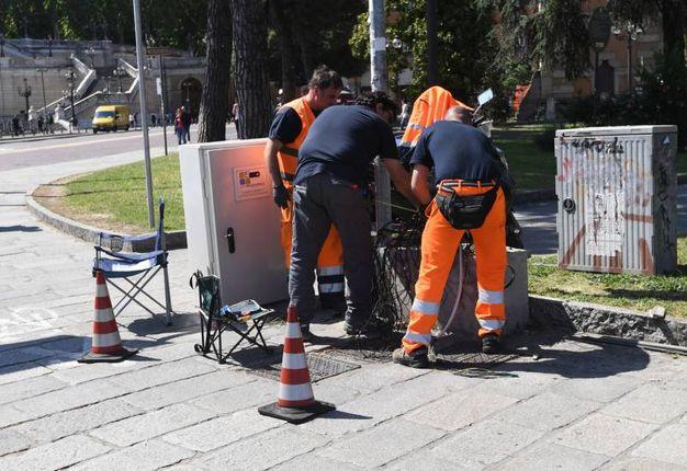 I tecnici al lavoro (foto Schicchi)