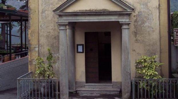 L'ingresso della chiesa di San Dionigi