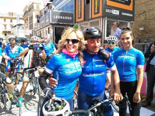 C'è anche Justine Mattera, qui con il campione del mondo di ciclismo Paolo Bettini (Foto Silvia Santini)
