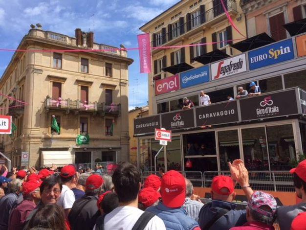 Osimo attende la corsa rosa (foto Silvia Santini)