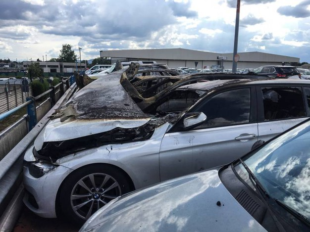 Sono una decina le auto coinvolte (foto Schicchi)