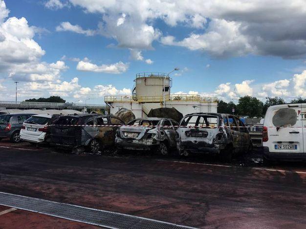 Ancora indagini sulla causa dell'incendio (foto Schicchi)