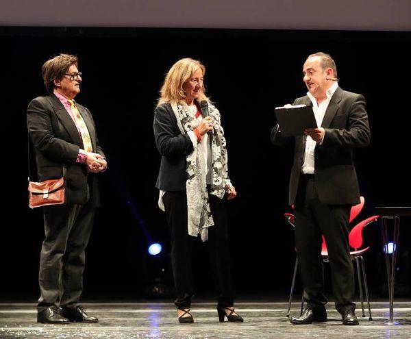 I due conduttori Massimo Pagnoni e Geoffrey Di Bartolomeo con l'assessore Carla Cecchetelli (Fotoprint)