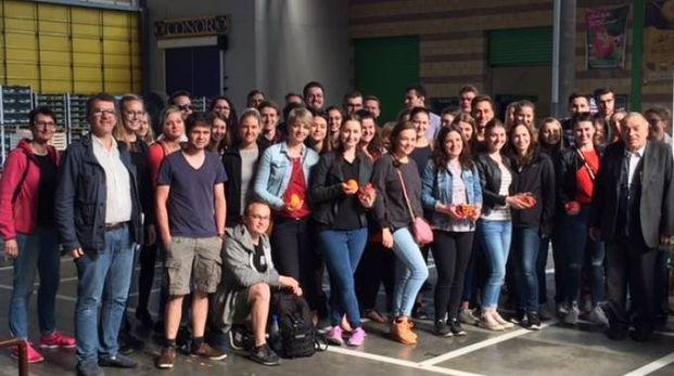 Gli studenti tedeschi in visita al mercato