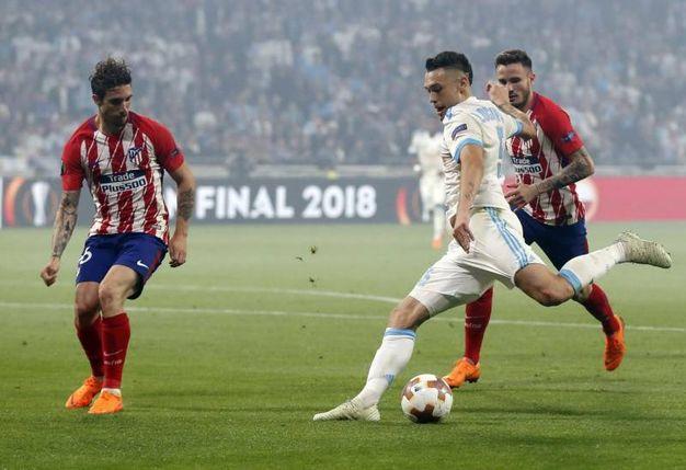 Sime Vrsaljko (Atletico Madrid) in azione contro  Lucas Ocampos, Olympique Marseille (AnsaAp)