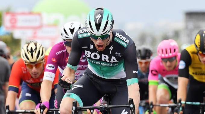 Giro d'Italia 2018, Sam Bennett vince la tappa 12 (LaPresse)
