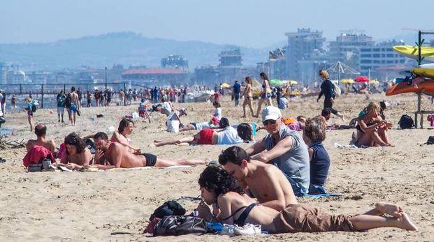 La spiaggia di Rimini già affollata