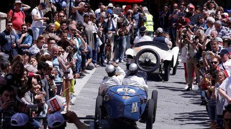 La Mille Miglia a Siena (Foto Lazzeroni)