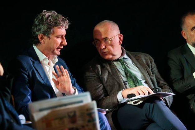 Il sindaco di Rimini Andrea Gnassi con il direttore del QN e de il Resto del Carlino, Paolo Giacomin, che ha condotto il convegno (foto Bove)